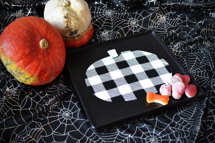 Create Your Own Buffalo Plaid Pumpkin Plate